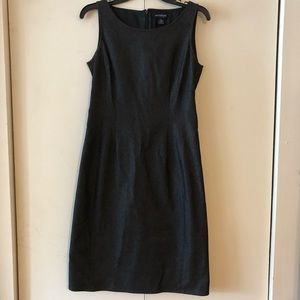 Beautiful Ann Taylor denim dress size 6.
